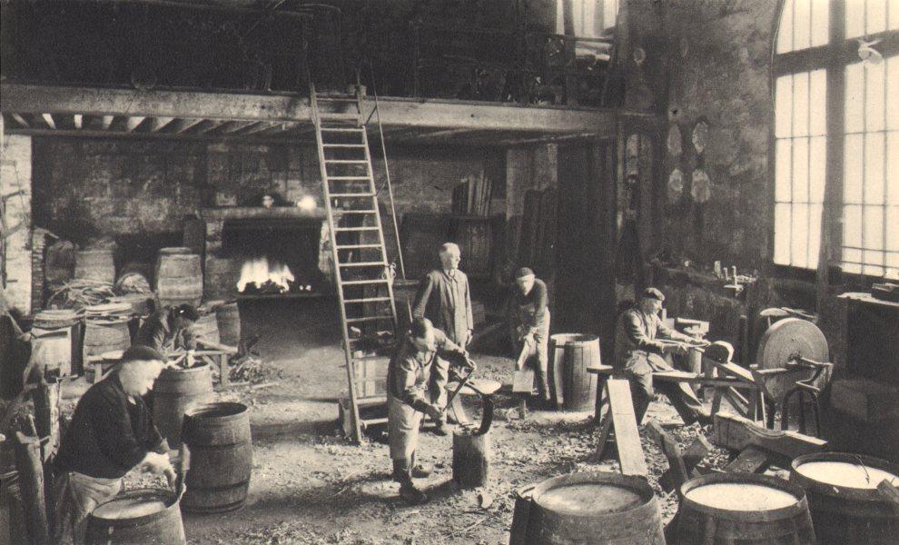 Associate Product BORDEAUX WINE. Atelier de tonnellerie d'une vieille maison. Cooperage 1949