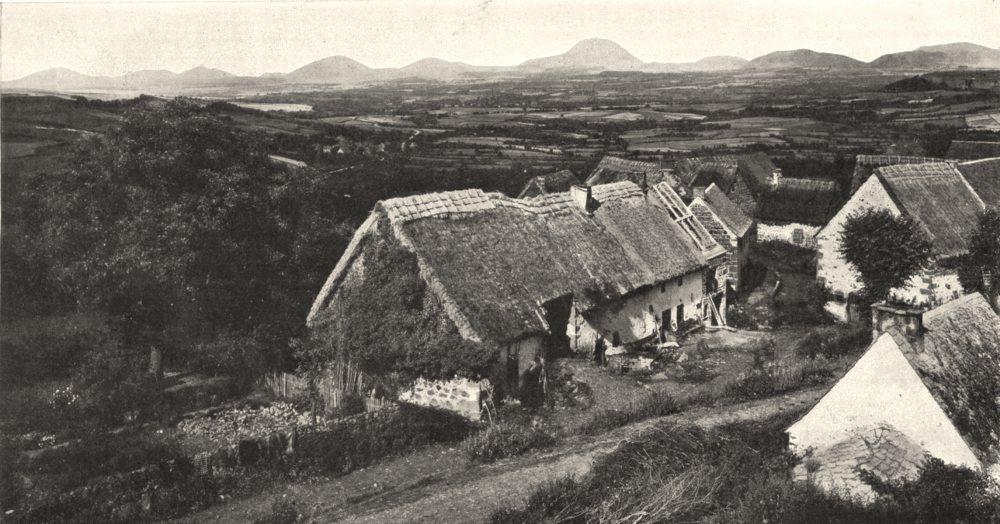 Associate Product PUY- DE- DÔME. Aspects généraux. Village Montagne. Au Fond, Les monts Dôme 1900