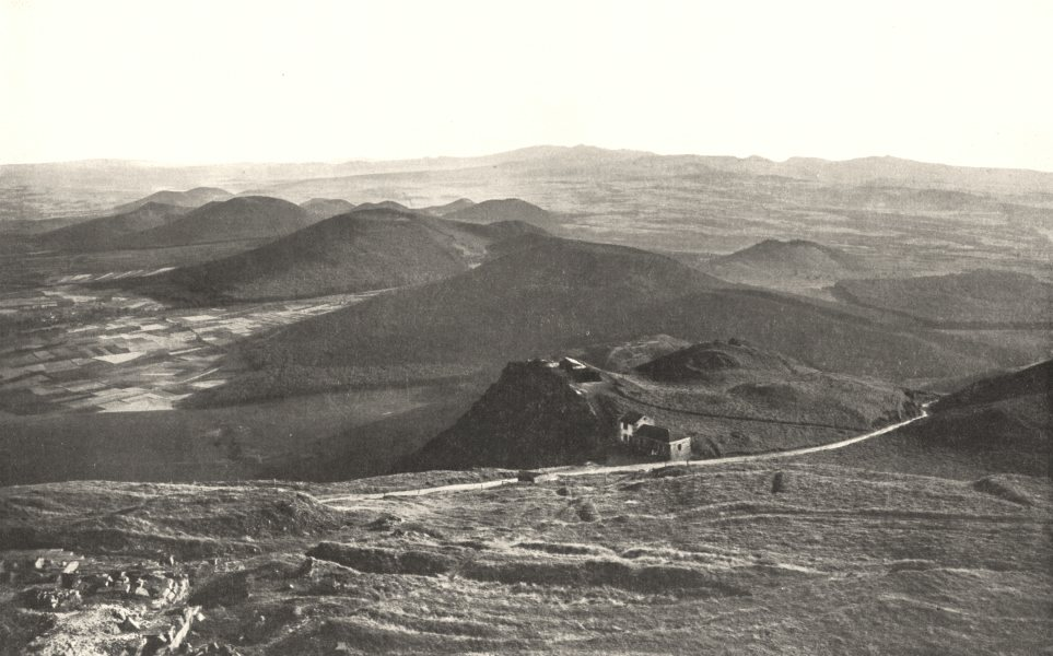Associate Product PUY- DE- DÔME. Chaine des puys Du Puy, Coté Sud. Silhouette Monts Dore 1900