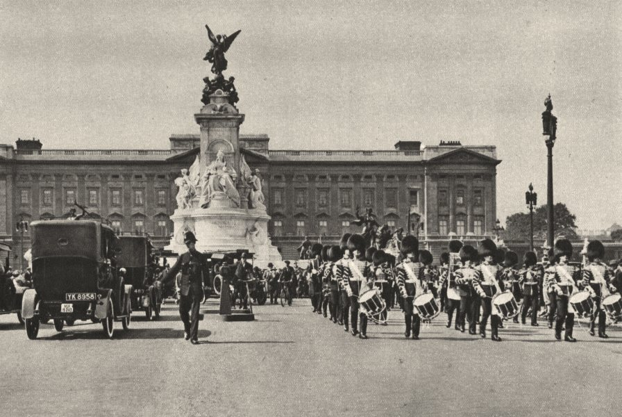 Associate Product LONDON. Pomp & ceremony show that King is in residence at Buckingham Palace 1926