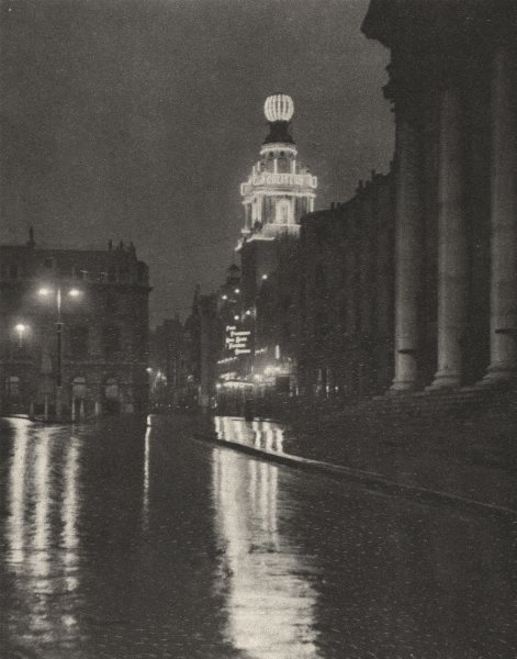 Associate Product LONDON. Wet weather brightens the lights of Trafalgar Square 1926 old print