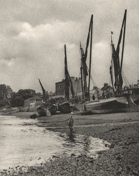 Associate Product LONDON. Barges aground at Mortlake with the tide at full ebb 1926 old print