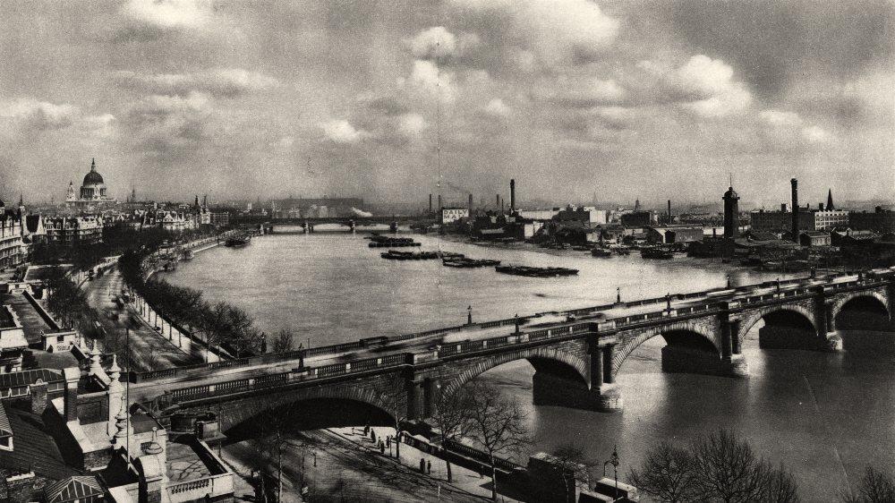 Associate Product LONDON. Old Waterloo Bridge. Panorama Thames looking East 1926 print