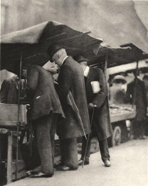 Associate Product LONDON. At one of the bookstalls of the Farringdon Road market 1926 old print