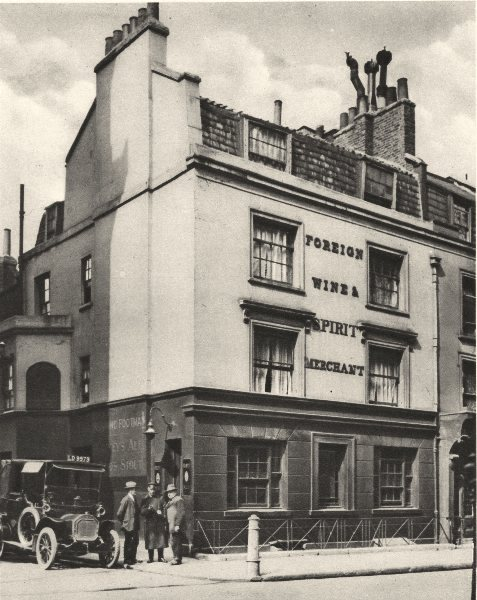 LONDON. The Running Footman, pub. Old Mayfair 1926 vintage print picture