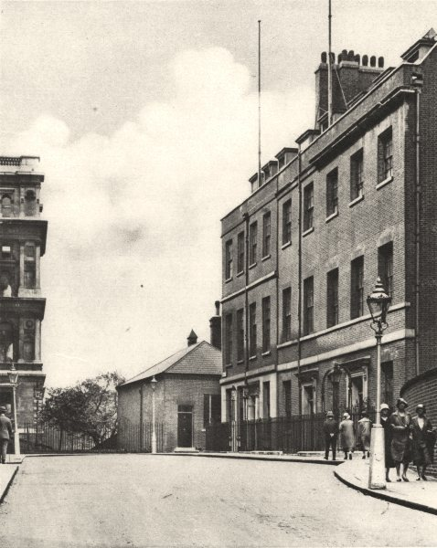 Associate Product LONDON. West end of Downing Street, No. 10 & Foreign Office 1926 old print