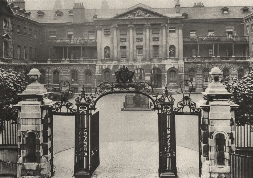 Associate Product LONDON. Guy's Hospital with Founder's statue centre of courtyard 1926 print
