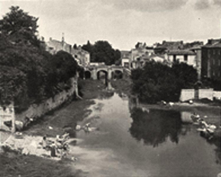 Associate Product VENDÉE. Fontenay-le-Comte- Le pont des Sardines 1904 old antique print picture