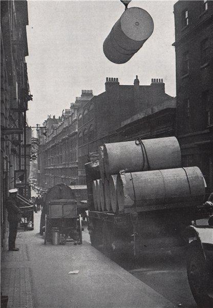 Associate Product Bouverie Street, Fleet Street. E.O. HOPPÉ. London. Newspapers 1930 old print